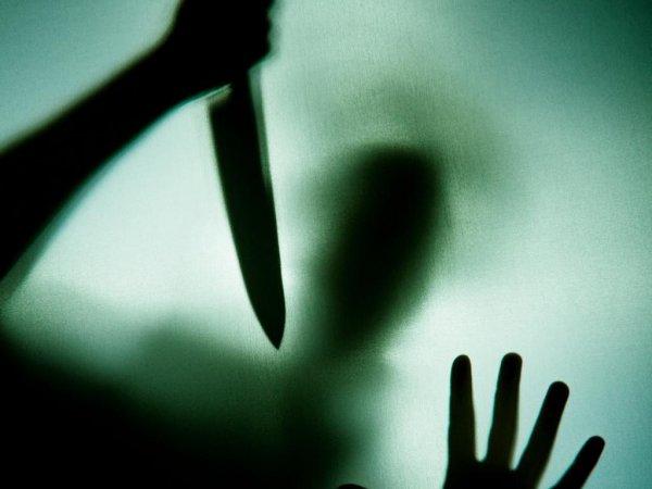 Греческого радиоведущего ударили ножом
