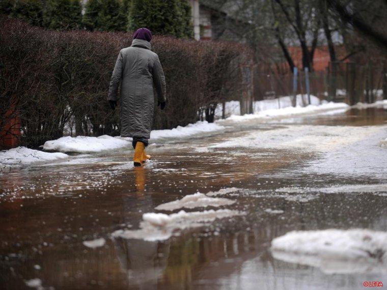 Уровень воды на побережье Латвии поднялся выше рекорда 2005 года (дополнено)