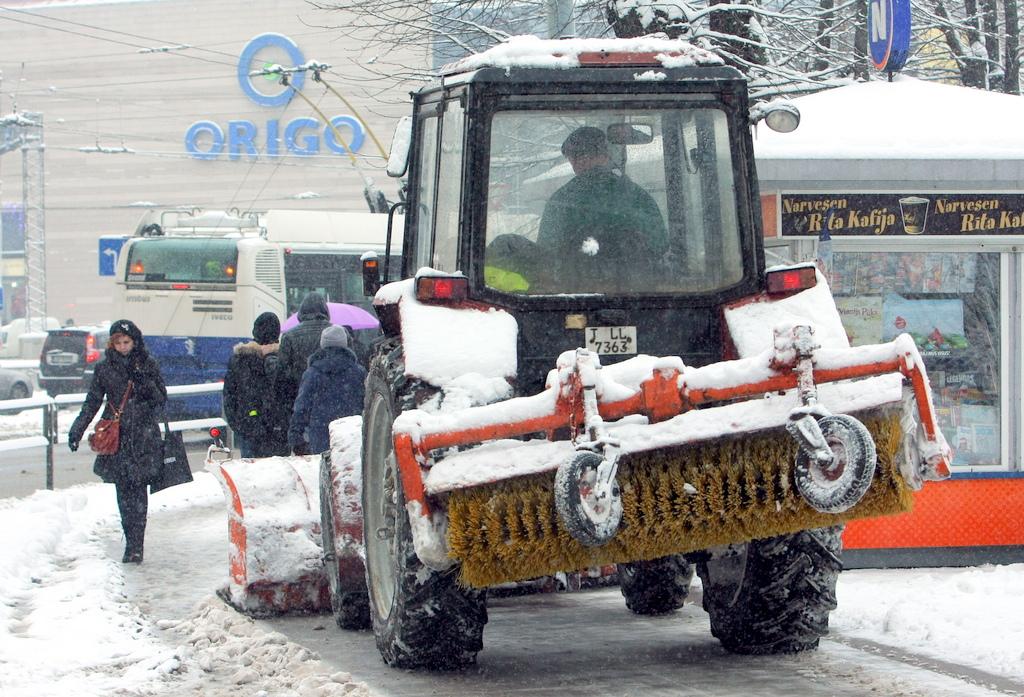 По всей Латвии осложнено движение по дорогам, в Риге — пробки