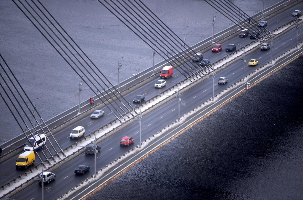 На Вантовом мосту по-прежнему сохраняются ограничения на движение