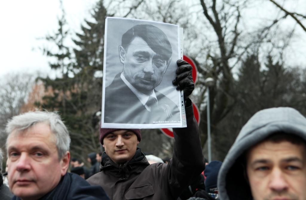 Около 50 человек пикетируют у посольства России в поддержку Украины. Есть задержанные