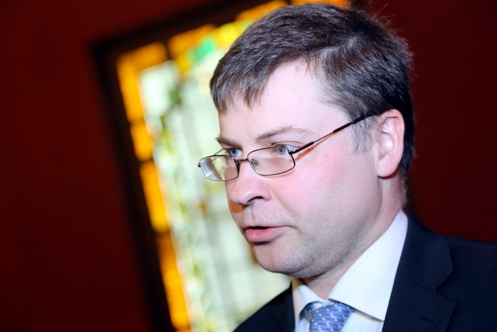 Домбровскис: люди начинают ценить латвийскую землю