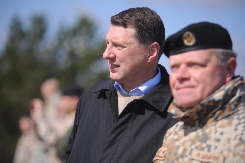 Министр обороны Вейонис начинает учения