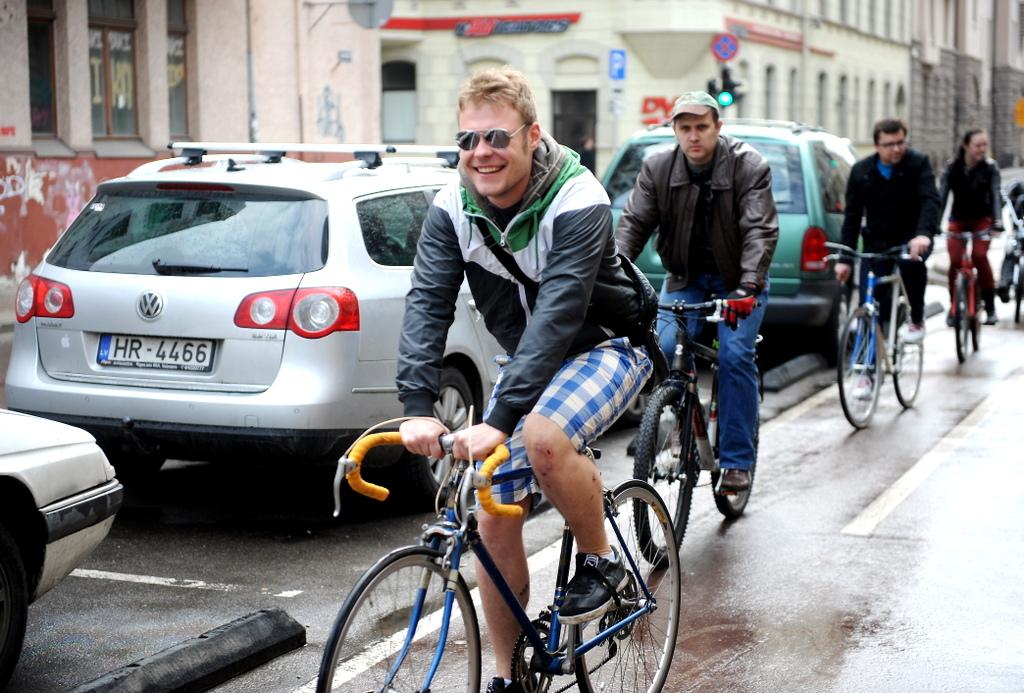 Из-за подорожания билетов велосипедистов в Риге не прибавится