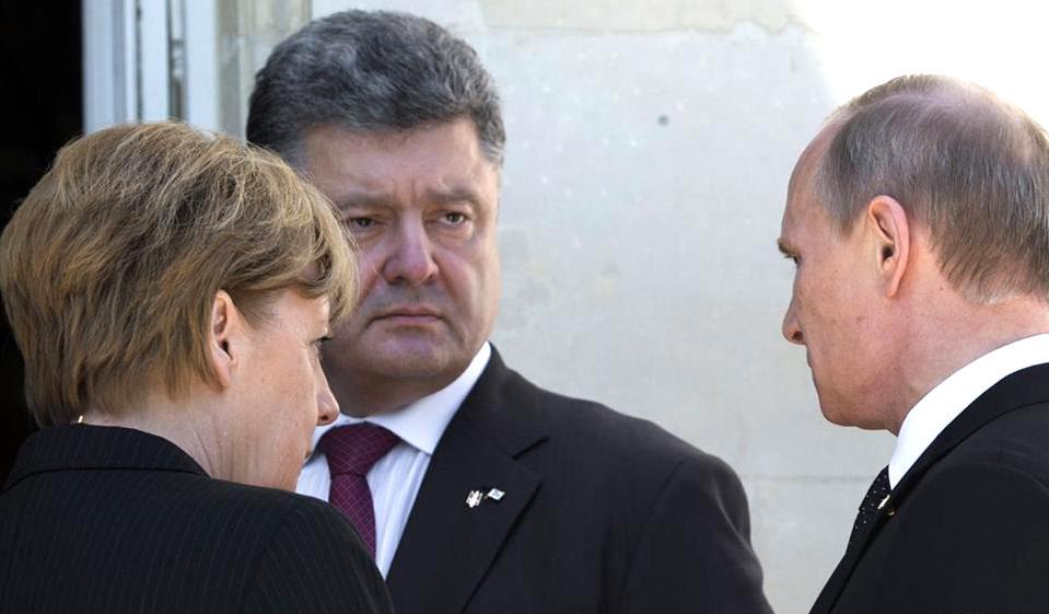 На фоне обострения ситуации на Украине Меркель провела телефонные разговоры с Путиным и Порошенко