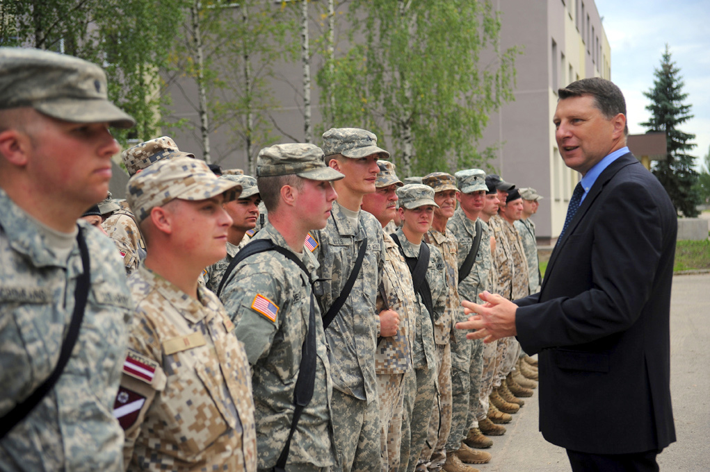 Министр обороны хочет увеличить численность армии