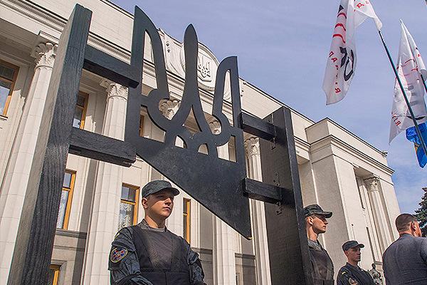 В Раде заявили о готовности ввести военное положение