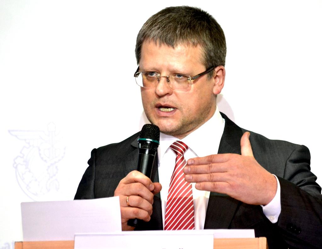 Министр здравоохранения приостановил покупку машин скорой помощи