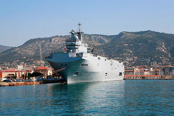 «Мистраль» взят под охрану морской пехотой РФ