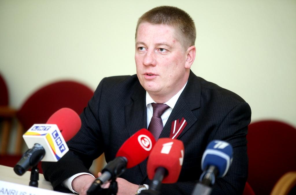 Министр: для улучшения состояния дорог уже приняты некоторые меры