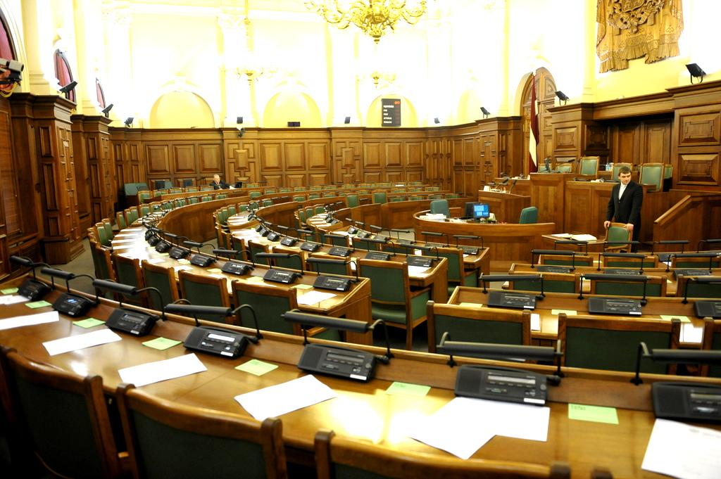 Зарплаты депутатов Сейма в декабре составили 165 тысяч евро