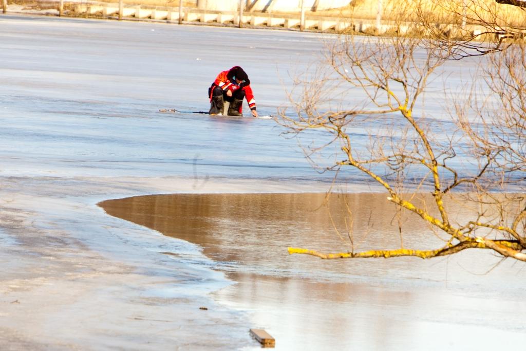 Рига отменила запрет на прогулки по льду