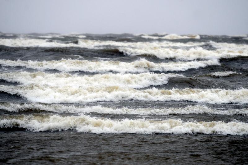 Синоптики отменили предупреждение о ветре до 33 м/с