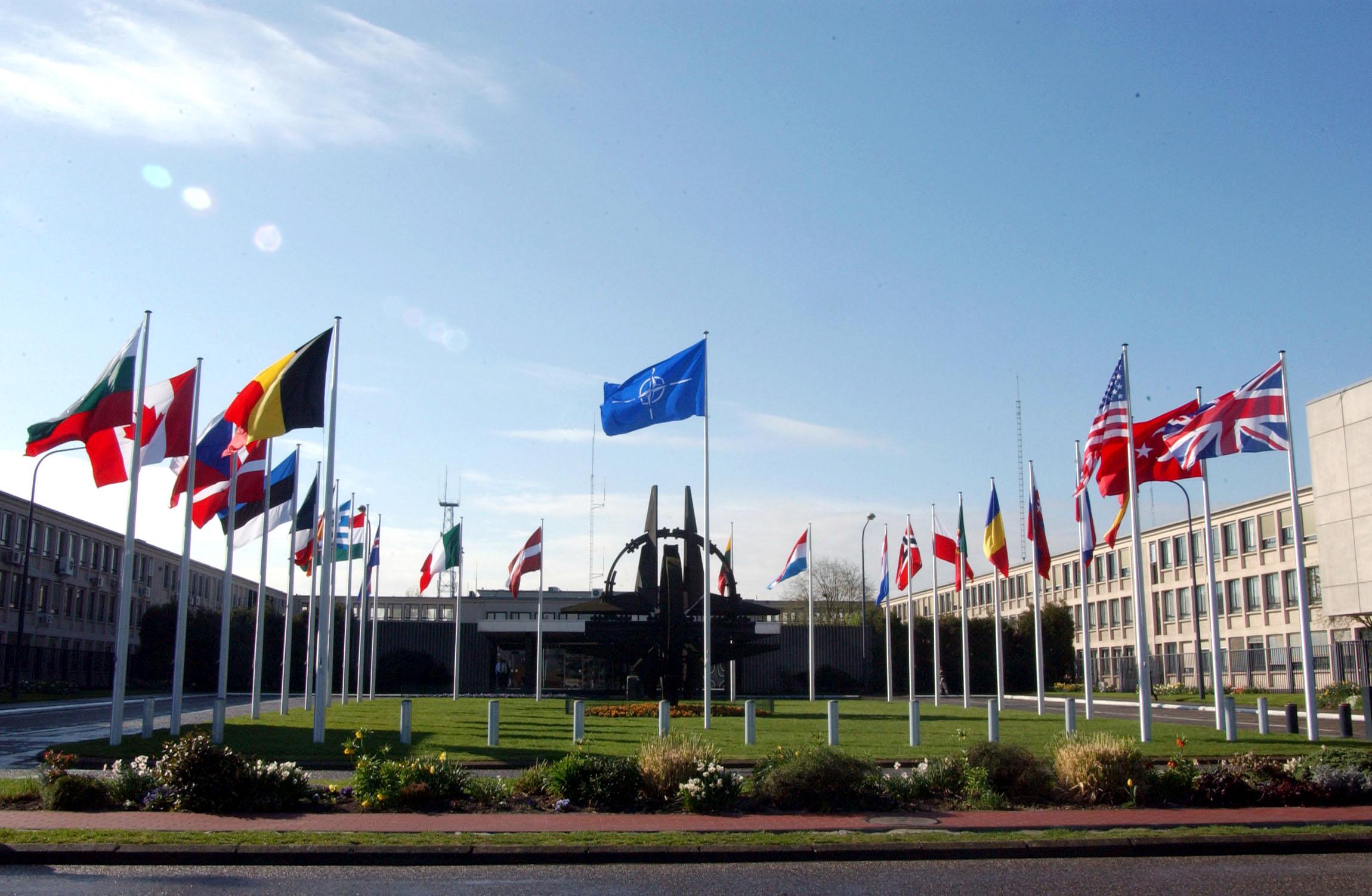 Посол: Россия уже принимает меры в связи с укреплением НАТО на востоке