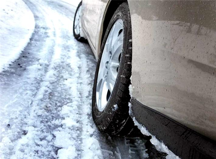 Дороги страны покрылись льдом