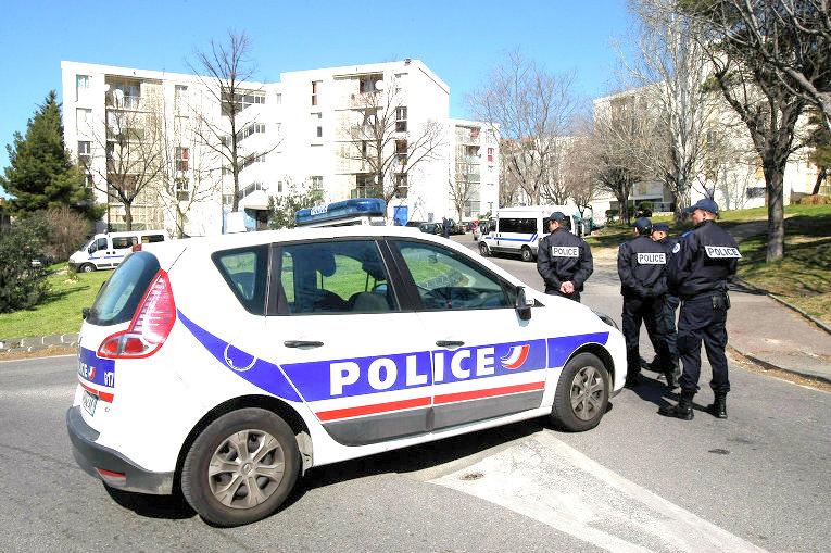 Прокуратура Франции назвала терактом стрельбу в пригороде Парижа