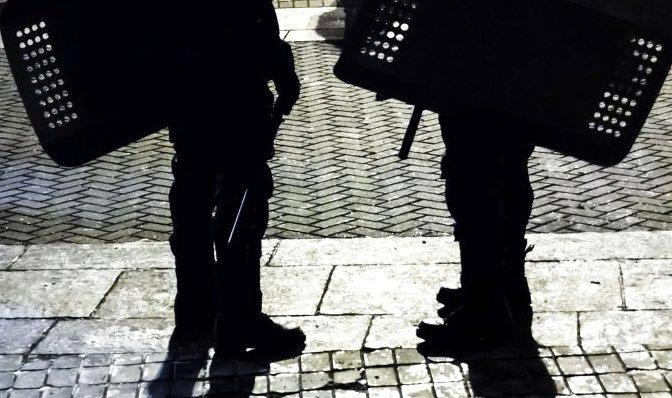Митингующие в Запорожье забросали милицию светошумовыми гранатами