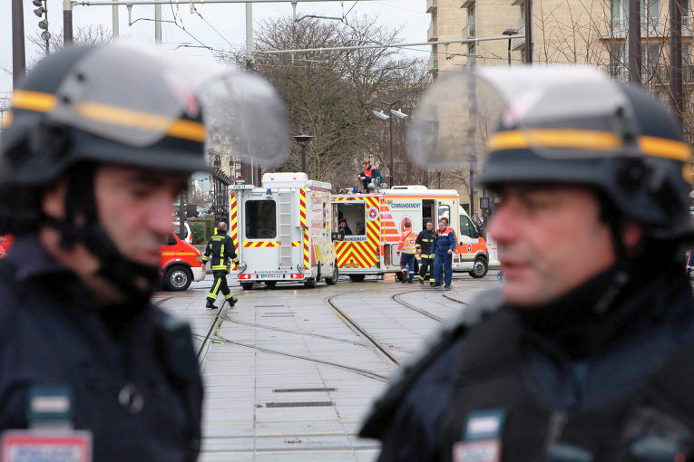 В парижском Диснейленде из-за угрозы взрыва эвакуирована гостиница