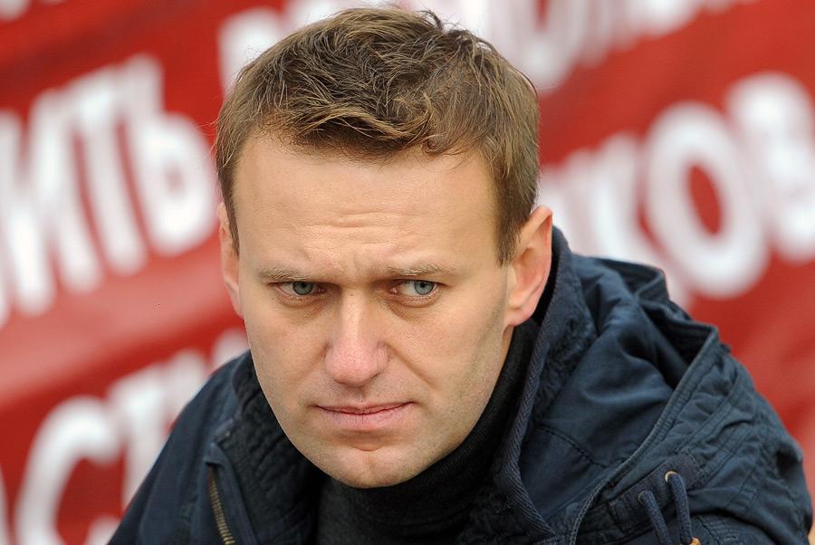 Навальный остался под арестом и организует массовую манифестацию