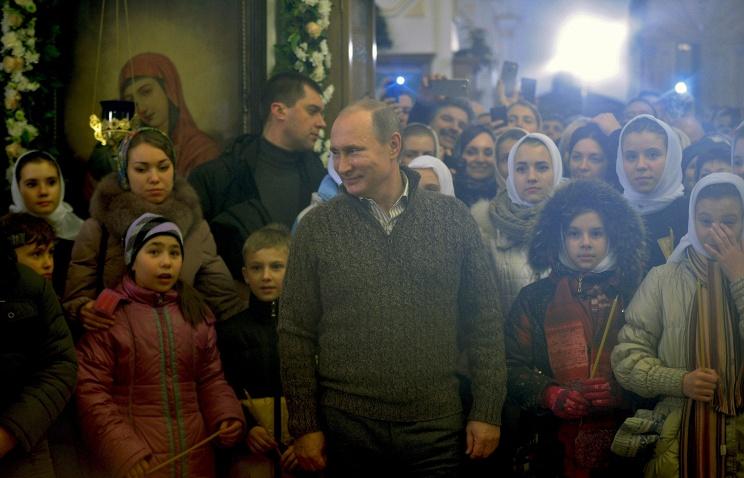 Президент России поздравил жителей страны, празднующих Рождество
