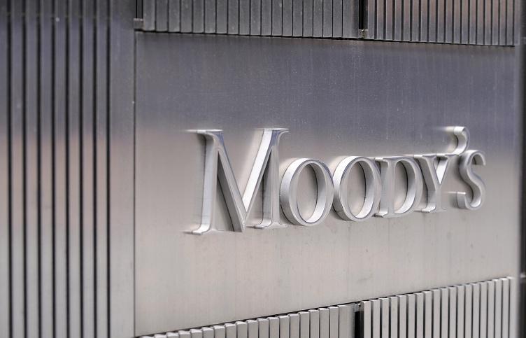 Moody's на одну ступень понизило рейтинг российских гособлигаций