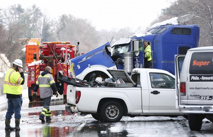 В Филадельфии столкнулись 60 автомобилей