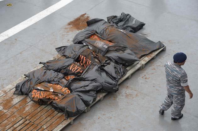 На месте крушения лайнера AirAsia найдено 34 тела