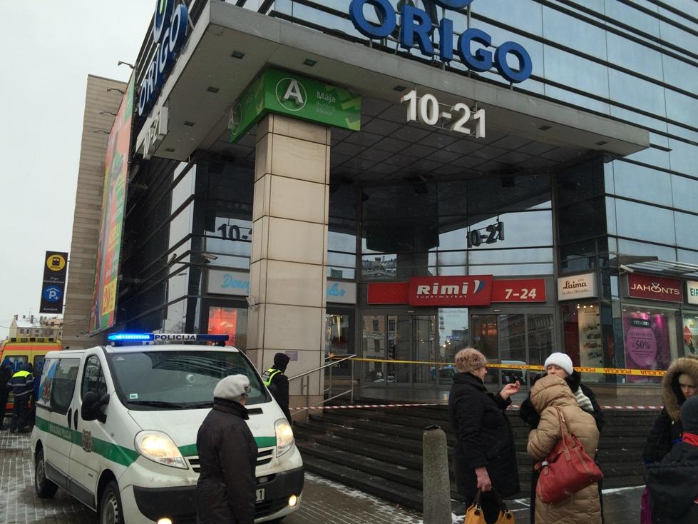 Из здания Центрального вокзала эвакуируют людей (дополнено)