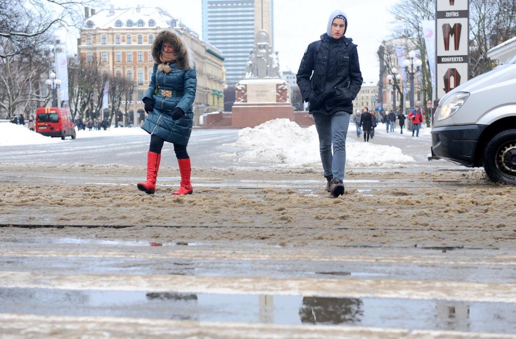 40 человек за день получили травмы на улицах Риги