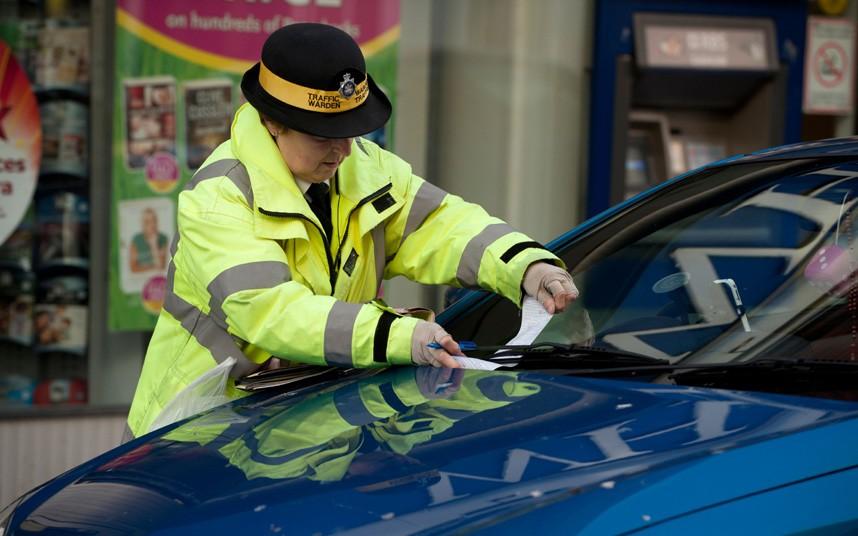 Британка должна заплатить 18 500 фунтов штрафа за парковку у своего гаража
