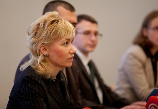 Директор Госканцелярии предлагает поднять зарплату чиновникам