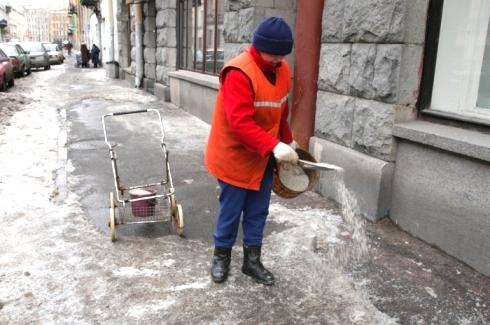 Тротуар ледяной и нечищенный…