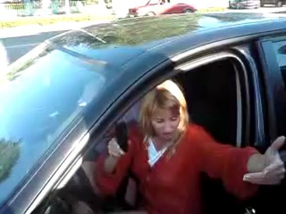 Смертельно пьяная женщина без прав попыталась скрыться от полиции