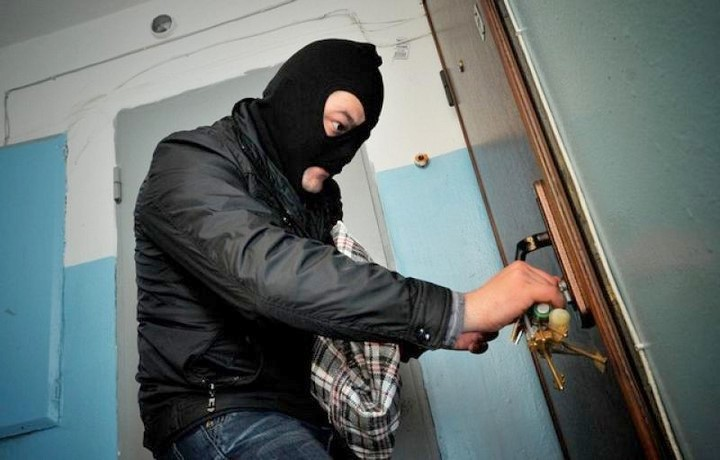 Кражи в Елгаве: орудуют любители шоколада и гороховой каши