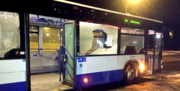 В Вецмилгрависе, возможно, стреляли по автобусу 29-го маршрута
