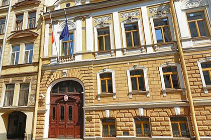 Генконсульство Польши выселяют из Петербурга за долги